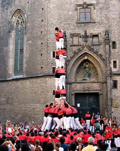 Catalan Climbers demonstrating teamwork