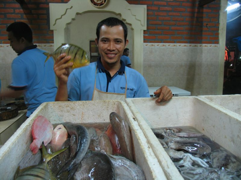 Selecting fish at Ayodya Cafe, Jimbaran
