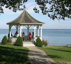 Gazebo At Niagra-on-the-Lake (bill.fu) Tags: gazebo explore 200 400views 300views 200views 100 fu 500views 800views 600views 700views 2007 1000views blueribbonwinner nol 900views 10faves blindphotographers superbmasterpiece brilliant~eye~jewel gold