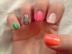 um dedo de cada cor parte 2 (LaranjaAtomica) Tags: arcoíris unhascoloridas