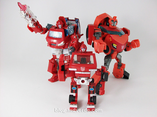 Transformers Ironhide Animated Deluxe Takara - modo robot vs Ironhide Universe vs Ironhide G1