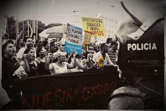 LAS PLAYAS SON DEL PUEBLO.... (Alfonso.Conde) Tags: protesta policia republicadominicana noalaconstitucion alfonsoconde playaspublicas