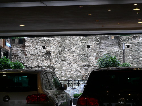 12. London wall in hotel courtyard
