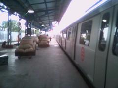 Delhi Metro Coaches moving out of platform (Alok P) Tags: coaches nagpur indianrailways delhimetro
