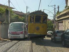O velho e o novo - Bonde Santa Teresa - Rio de Janeiro (nlimonge) Tags: santa brazil rio de janeiro teresa tereza bairro bonde