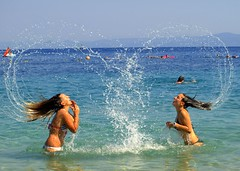Love is in the air... (RoniM) Tags: sea beach fun island croatia roni bol brilliant brac adriatic 2007 dalmatia e510 mywinners abigfave marinkovic impressedbeauty aplusphoto wowiekazowie superhearts ysplix ronimarinkovic