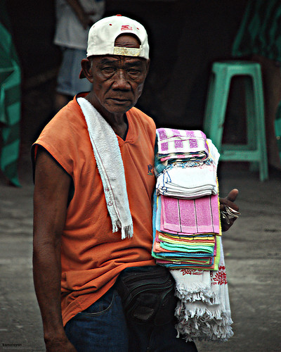 Philippinen  菲律宾  菲律賓  필리핀(공화국) Pinoy Filipino Pilipino Buhay  people pictures photos life EDSA, Cubao, Quezon City, Philippines peddler, man, street, working, city,