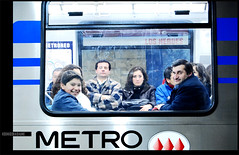 Al mal tiempo, buena cara (Rodrigo Basaure) Tags: travel santiago people man smile subway gente metro friendly nio optimismo estacin linea1 losheroes lacolademiperro rodrigobasaure