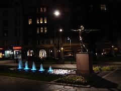 Diana-patsas yöllä (Anna Amnell) Tags: fountain night helsinki darkness dianapuisto kolmiopuisto tellervopatsas dianapatsas dianagoddessofhunting