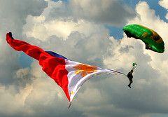 Philippines Independence Day (John Javellana) Tags: military philippines photojournalism features airborne eos30d paratroops canonef70200mmis johnjavellana philippinearmy armedforcesofthephilippines