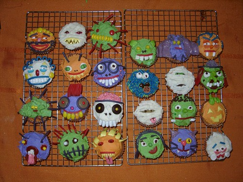 halloween cupcakes from coreymarie - Halloween Decorations Cupcakes