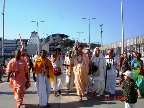 H H Jayapataka Swami in Tirupati 2006 - 0002 por ISKCON desire  tree.