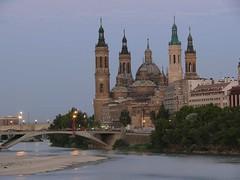 El Pilar, junto al rio Ebro y el Puente de Santiago