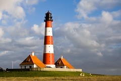 The lighthouse of Westerheversand (Mace2000) Tags: sunset lighthouse nature germany landscape deutschland 350d sheep natur northsea landschaft nordsee leuchtturm schleswigholstein westerhever nordfriesland eiderstedt warft westerheversand mace2000 countryscenery nationalparkwattenmeer 2img7342 theydontmindtheweather