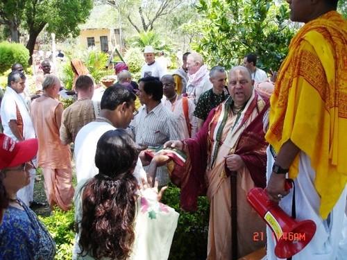 H H Jayapataka Swami in Tirupati 2006 - 0016 por ISKCON desire  tree.