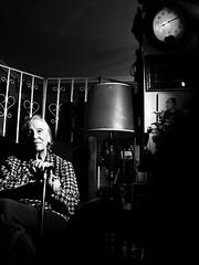 Attente (Mirror lens) Tags: grandma portrait bw lafotodelasemana lfs062007