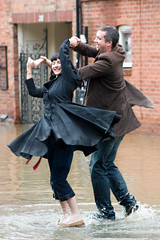 Flood dancing couple - 7