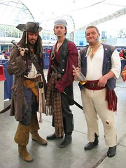Piratas de la Comic-Con (comiquero) Tags: costume sandiego cosplay pirates disguise disfraz comiccon 07 piratesofthecaribbean piratas 2007 sdcc2007 sdcc07 comiquero