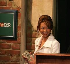 cash plays. (Liz Lieu) Tags: liz london partypoker lieu lizlieu pokerdiva propokerplayer 24hrbigcashgame matchroomsports