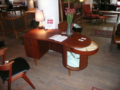 Amazing Danish desk (mobil'homme) Tags: minnesota denmark furniture minneapolis teak danishmodern jasonswihart