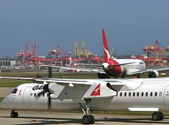 QANTASLINK Bombardier Dash 8-Q400 (JUBES747) Tags: flying airport landing domestic planes qantas taxy runway dash8 bombardier boeing767 767300 q400 qantaslink
