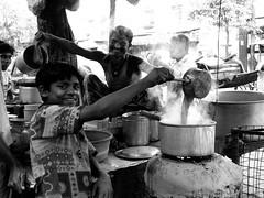 chai shop (Monia Sbreni) Tags: street people bw india strada tea indian persone indie kolkata bengal chai calcutta biancoenero reportage bengali t sfidephotoamatori westbengala moniasbreni reportase