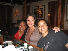 Daphne, Oudete and Kristen at dinner