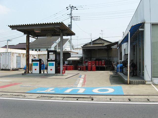 closed gas-station 01