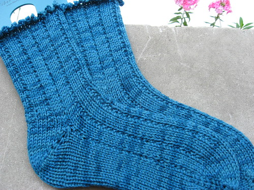 Thuja socks from Knitty in Artyarns Supermerino