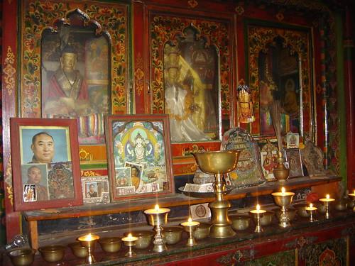 Altares de pequenos monasterios