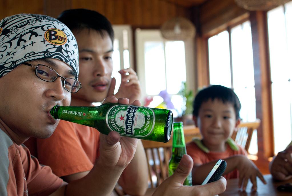我們又停下來喝啤酒了