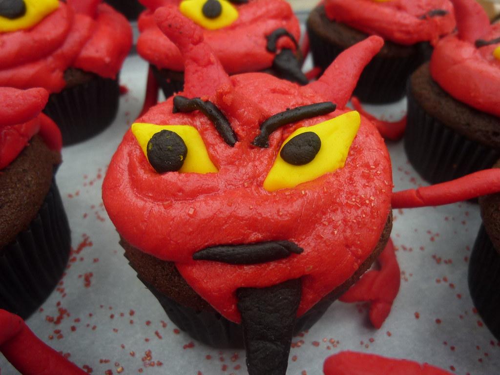 halloween devil cupcakes