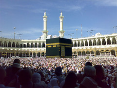 The Ka'bah and Masjid Al Haram-Hajj 2006     ..   () (Suli_77) Tags: people minaret islam 2006 holy sacred muslims holyland minarets hajj makka  kabah hajjaj masjed                     suli77                       hajij