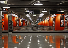 "düsseldorf : orange • <a style=""font-size:0.8em;"" href=""http://www.flickr.com/photos/75475694@N00/645522015/"" target=""_blank"">View on Flickr</a>"