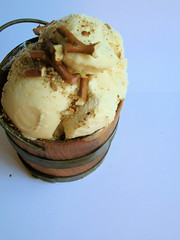 peanut ice cream with pretzels