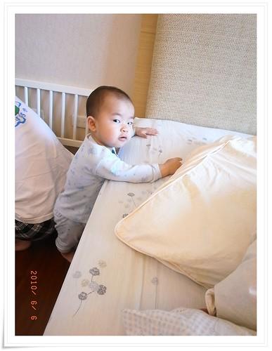 [兒童床]小璟幫忙組裝_10