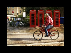 Red on red (LuisDS) Tags: uk cambridge red lafotodelasemana cyclist paning britishtelephones lfs062007