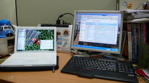 office desk: macbooks and asux NB as desktop server XD