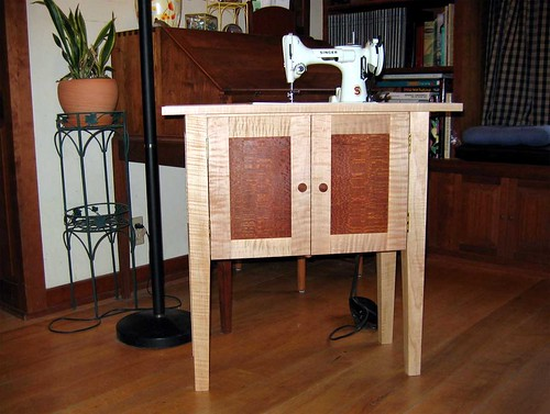 Featherweight table for white machine