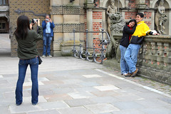 Photography of a tourist photographing a tourist photographing other tourists (Saul Panzer (mostly in reality these days)) Tags: canon 350d rebel frederiksborg frederiksborgslot hillerod 2485mm hillerd fredriksborgcastle 2485