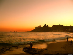 Ryksopp - In Space (Knivesout) Tags: sunset pordosol praia beach waves surfing vero ipanema ondas doisirmaos surfista pedradagavea abigfave arpoardor