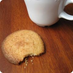 Caf� con leche con galleta