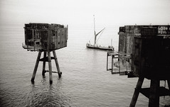 Sea Forts 127 (doctor.boogie) Tags: red sea blackandwhite bw mono blackwhite forts 390 maunsell seafort redsands