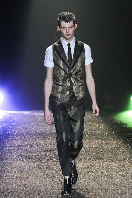SS11_Tokyo_@IZREEL004_Matteo Haitzmann(Fashionsnap)