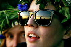 Peeping (Mike Dillingham) Tags: eve nyc flowers sunset summer portrait newyork reflection face sunglasses june festival canon rebel glasses evening twilight day 300d dusk manhattan battery swedish karen celebration wreath batterypark solstice crown peep swedes longest klara 2007 midsummers peeping 22nd monahan kjellberg efs175528usmis