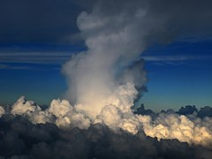 Rising Up (Ricardo Carreon) Tags: clouds plane mexico rising flying explore nubes nuvens aviao convection avion cumulonimbus volando cumuluscongestus challengeyouwinner abigfave explore30jul2007