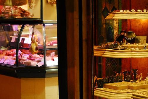 I negozi sotto il Salone: Culatello o Gioiello?