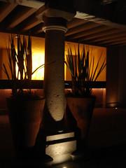 Salon BENAVENTO Guadalajara (Lizzy&Go) Tags: shadow stone concrete noche arquitectura sidelight benavento