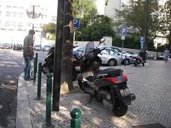 Estacionamento para motas um bocado esquisito