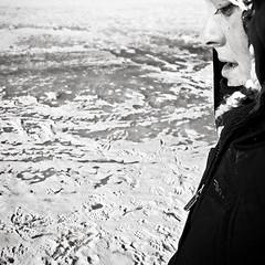 Véro (-Antoine-) Tags: park winter dog chien snow playing canada ice sol girl canon square eos play montréal quebec montreal hiver flash profile january traces peremarquette ground rosemont québec invierno neige zack veronique janvier fille vero parc 2009 eos10d 1740mm 1740 véronique profil glace boulet carré véro 580 speedlite petitepatrie canon1740mm pèremarquette 580exii exii speedlite580exii zackperemarq0060 zackvero ©antoinerouleau